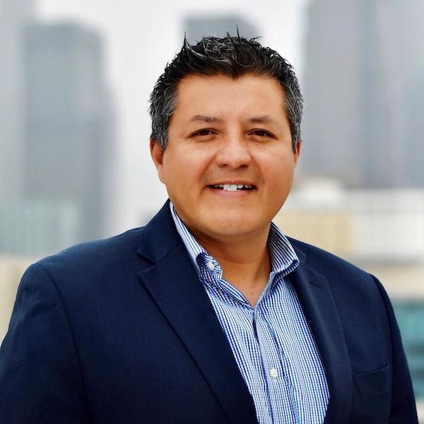 Oscar Cruz